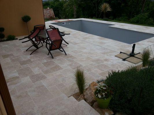 Piscine familiale cleverpool les photos de la piscine for Caniveau invisible pour terrasse
