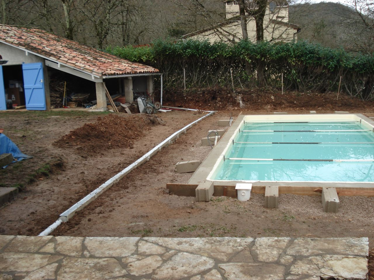photo caniveaux construction pose de la piscine tarn