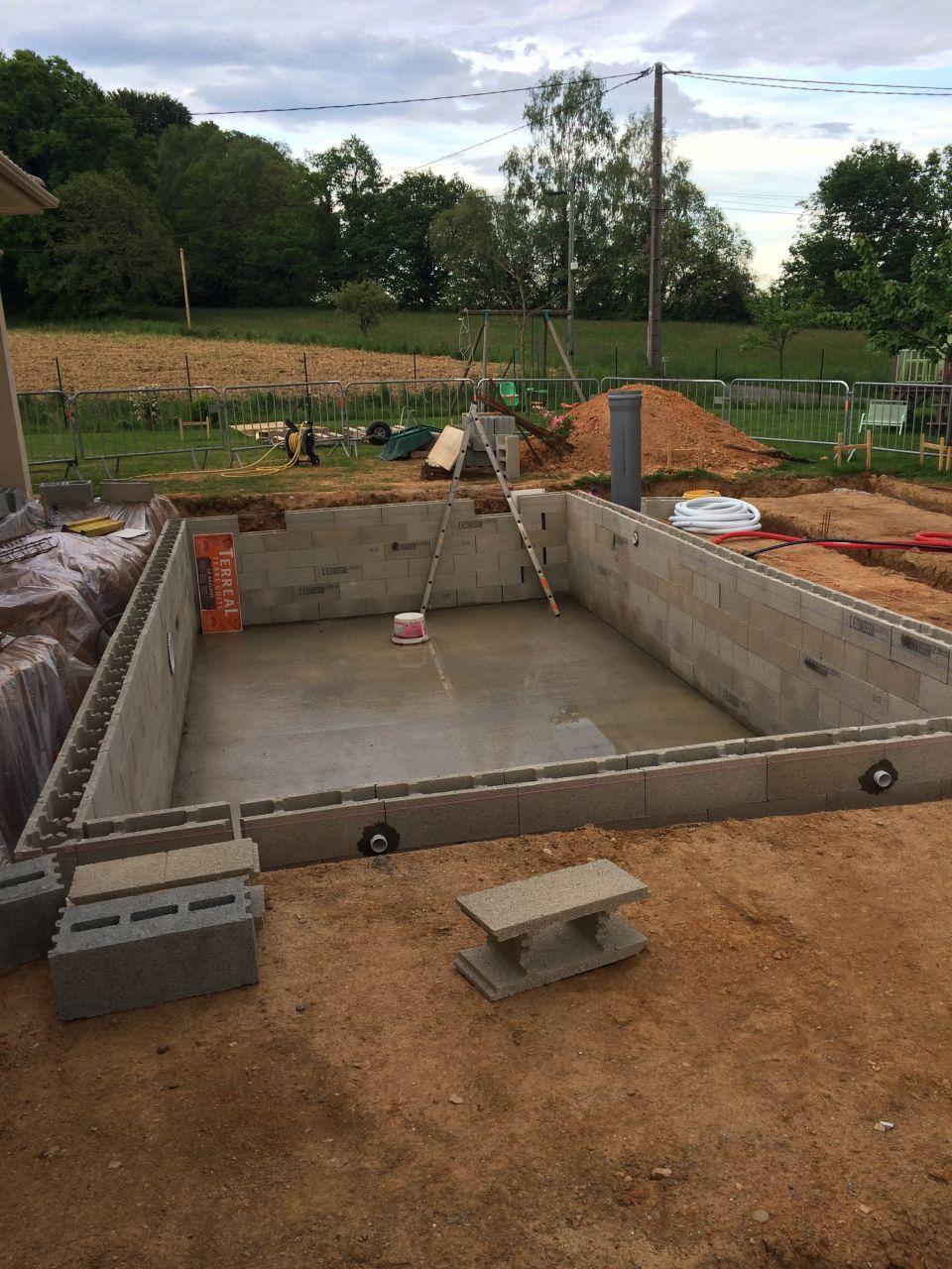 Photo bloc bancher construction pose de la piscine for Forum construction piscine 56