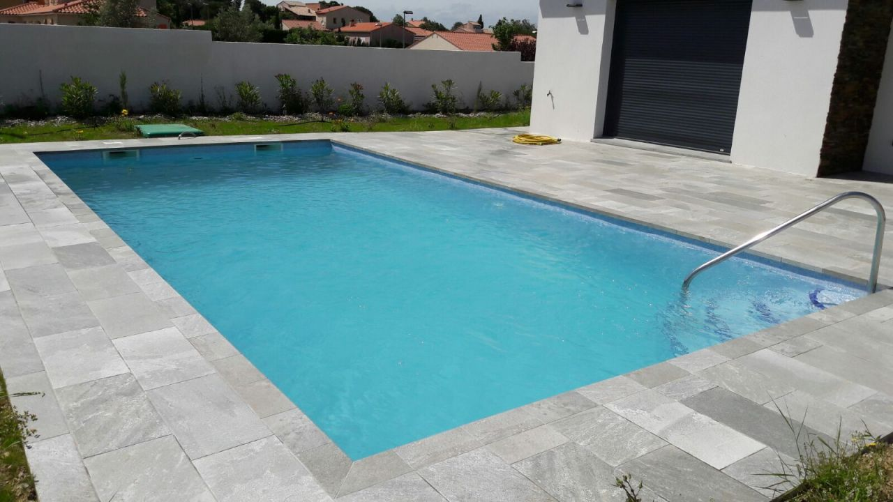 Photo piscine 8x4 emaux bleu plage carrelage cerrame for Piscine 8x4
