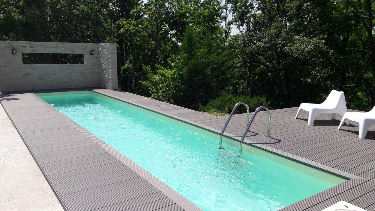 Photo fin de l 39 habillage terrasse tarn et garonne 82 for Construction piscine 82