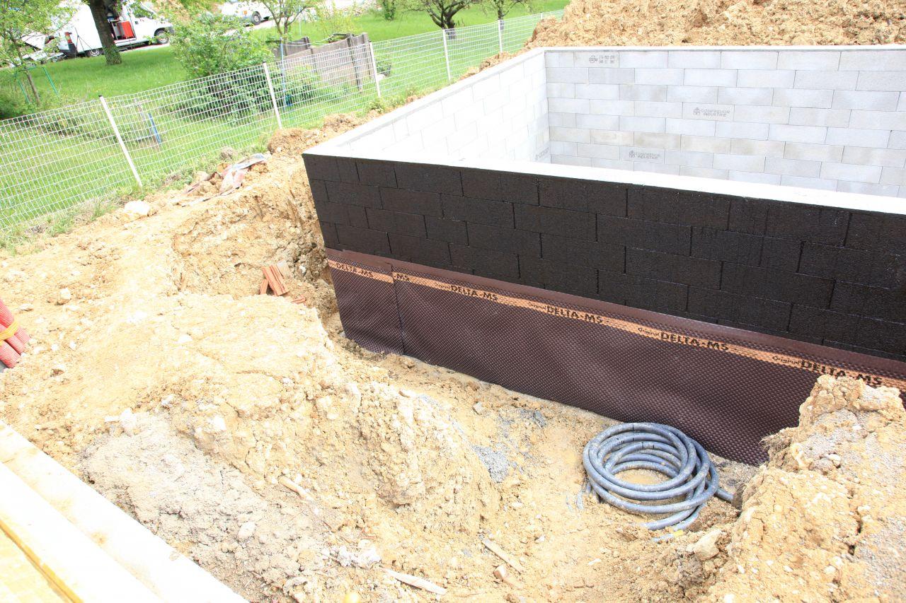 Photo goudron et deltams construction pose de la for Construction piscine 37