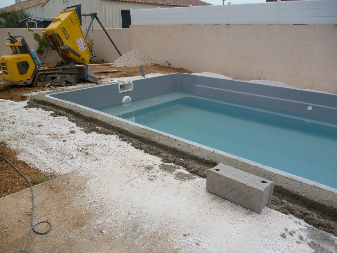 Photo ceinture b ton construction pose de la piscine for Ceinture beton piscine coque