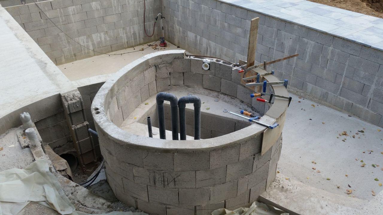 Photo poursuite arase spa construction pose de la for Construction piscine 63