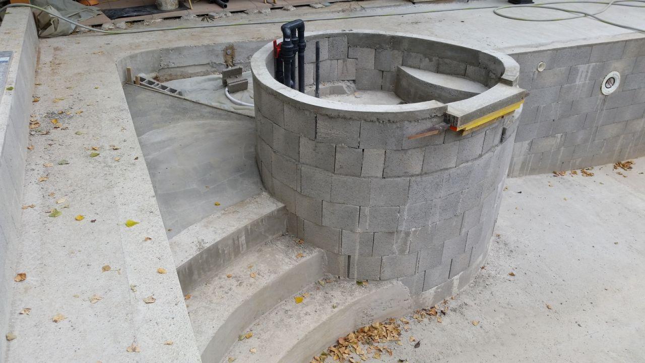 Photo spa pataugeoire construction pose de la piscine for Construction piscine 64