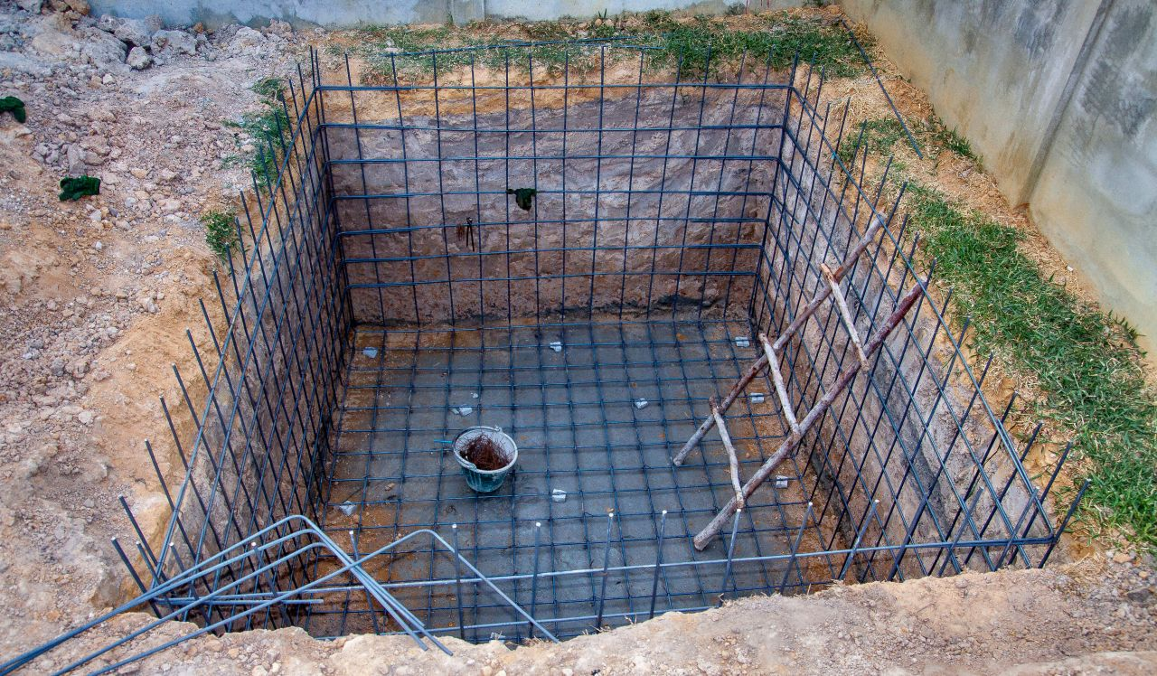 Photo ferraillage du bac tampon en cours construction for Piscine miroir avec bac tampon