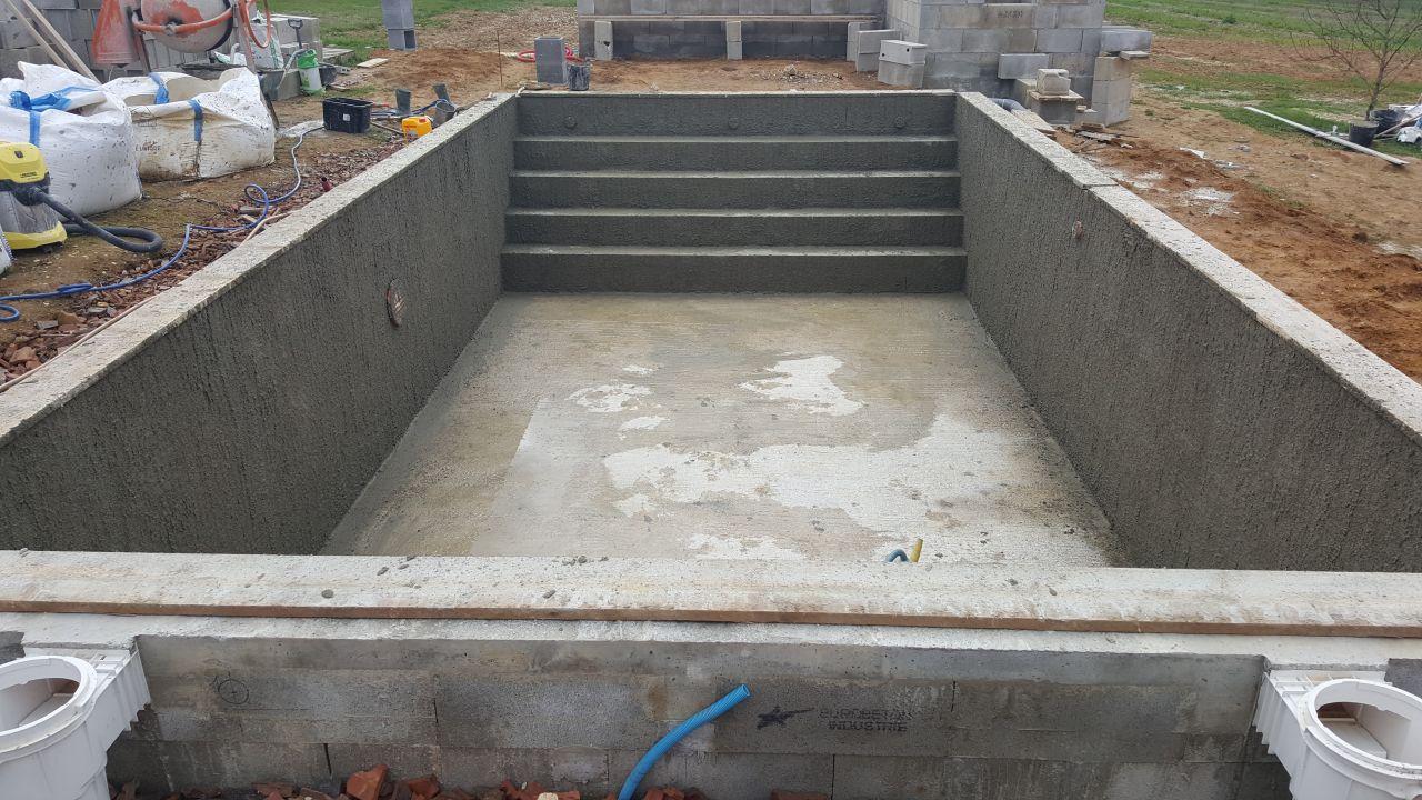 Photo gobetis fait au sablon construction pose de la for Forum construction piscine 56