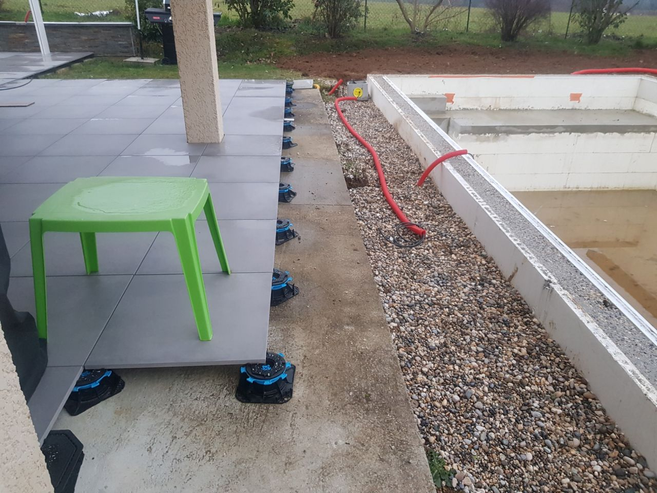 jonction piscine/terrasse grès cérame