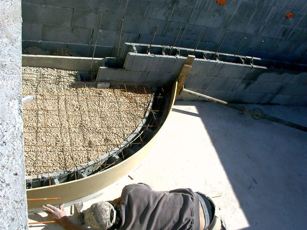 Photo fabrication de l 39 escalier nous avons choisi de f for Fabrication piscine beton