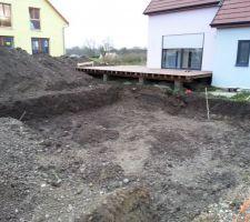 Y a plus qu'à évacuer la terre du fond afin de finir de creuser.