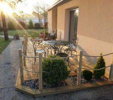 Terrasse coté Nord, histoire de donner une idée de la futur terrasse autour de la piscine ;-)