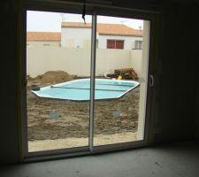 Vue de notre salon sur la piscine.