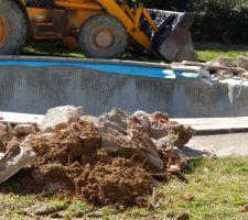 Ancienne piscine en cours de demolition
