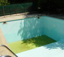 La parti en vert represente la surface que je veut combler sur une hauteur de 40 cm pour rattraper le haut de la marche.