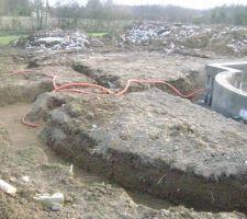Fouilles de remontees tuyauterie plus une 1ere vue des fouilles du pool house