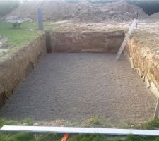12T de cailloux roulé étalés pour faire un drain de 10 cm environ.