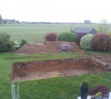 Toujours le trou, où on voit que nous somme tombé sur le drainage maison