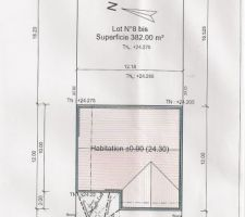 Implantation de la maison sur le terrain ; je suis en mitoyenneté des 2 cotés dont le coté droit avec les espaces communs du lotissement.