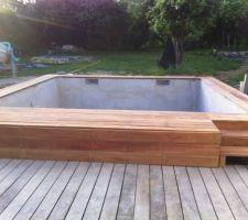 Escalier piscine en bois