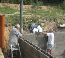 Duxième étape: remplissage des blocs à bancher.
