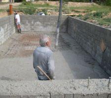 Troisième étape : mise en place du béton pour la dalle.