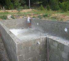 Le beton a fait prise. Aucune fissurations de retrait.