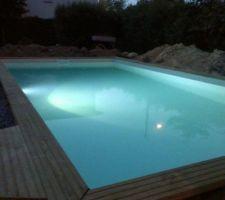 La piscine est terminée, reste à installer les barrières et la terrasse.
