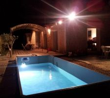 Remplissage de la piscine by night avec test du spot.  nous attendons une réponse pour notre fuite sur la vanne d'aspiration.