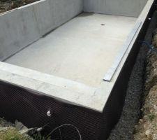 Pose d'un lit de gravier pour la pose de la tuyauteries   remblaiement