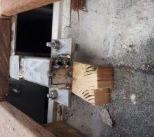 Pourquoi fabriquer des pièces de callage ( inox) alors que l'on trouve du bois qui lui vas bien mieux résister à l'eau. Erreur ou escroc
