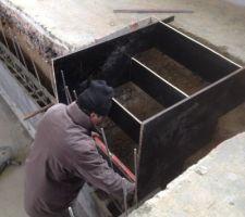 Mise a niveau coffrage de l escalier, 800 litres de ciment hydrofuge d' un seul bloc