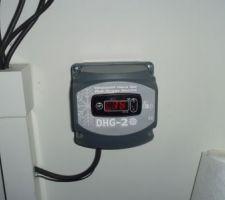 Appareil relié à la sonde permettant en cas de température en dessous de -3 de déclencher le système anti gel de la piscine