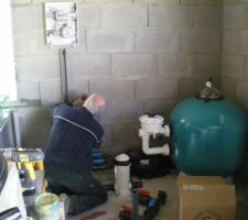 Le local technique est installé dans notre garage ( en fond de parcelle)