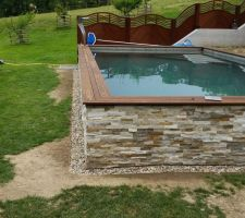 Projet 4 x 8 semi enterr e b ton brut piscines for Piscine semi enterree beton