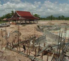 Juin 2004 : Création de la grotte et de la cascade