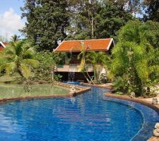 Vues générales de la piscine aujourd'hui...  Bassin central :