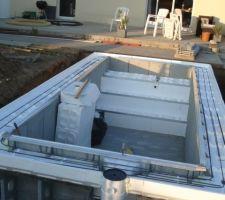 Mini piscine caron 2x5 avec terrasse mobile les photos for Piscine coque 2x5