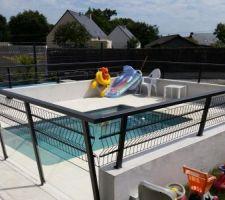 La piscine est ouverte depuis 15 jours.  Ce très agréable.  Eau à 30 degré