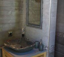 Salle d'eau coté piscine