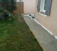 Coulage de la dalle et du retour vers la terrasse déjà existante...