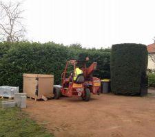 Livraison du matériel sur le chantier (panneaux, dallages, pfi, et divers accessoires).