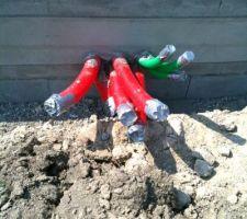 On se moque pas, 1ère photo du chantier de la future piscine : les gaines !! La piscine sera mise fin septembre