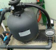 Filtration sur sable avec pompe de ¾ CV (débit 11m3/h et filtre de sable de Diamètre 500 avec multi-vanne 6 voies