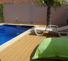 Vue d'ensemble de la piscine  lame en composite sur charpente en tôle galvanisée