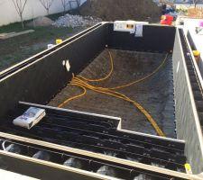 Installation des paroies alvéolaire avant de couler le beton