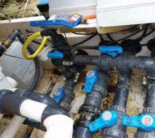 Pontage permettant d'utiliser la prise balai en aspiration ou refoulement . le tuyaux jaune alimente la jarre