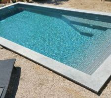 Vue globale de la piscine, les pourtours
