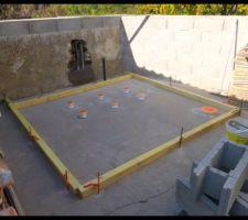 Siphon pour le blower installé et coffrage de dalle fait, reste le ferraillage puis début du coulage ciment.