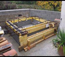 Blocs à bancher en place, structure ferraillée et coffrages réalisée....plus qu'à couler