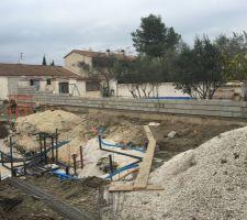 En parallèle, le mur de clôture qui remplacera la haie de cyprès et son grillage
